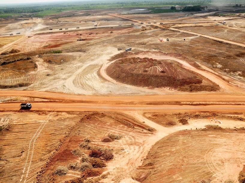 Obras de terraplanagem na região onde seria construída a refinaria Premium I, no Maranhão. Foto de setembro 2011