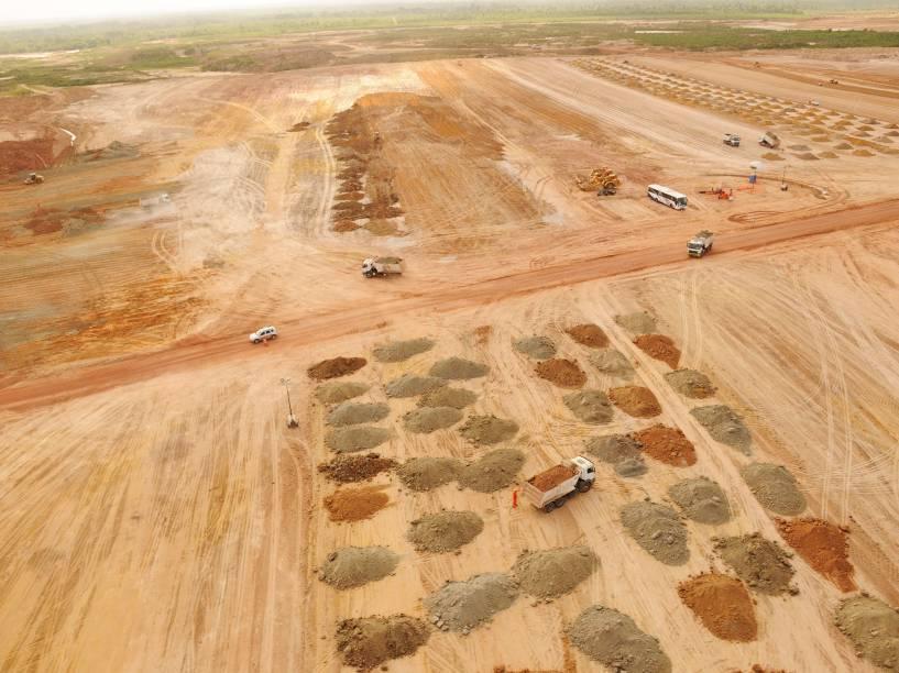 Obras de terraplanagem na região onde seria construída a refinaria Premium I, no Maranhão. Foto de setembro 2012