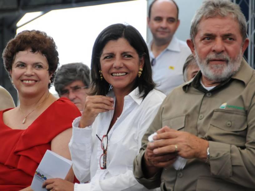 A então ministra-chefe da Casa Civil Dilma Rousseff, a governadora do Maranhão Roseana Sarney e o ex-presidente Lula durante lançamento da pedra fundamental da Refinaria Premium I no Maranhão em 2010