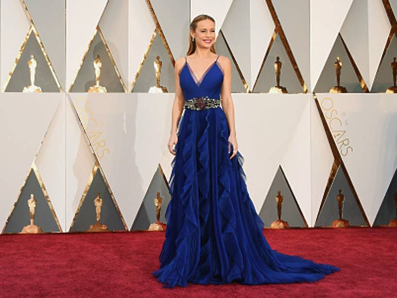 Favorita ao Oscar de melhor atriz, Brie Larson chega ao tapete vermelho