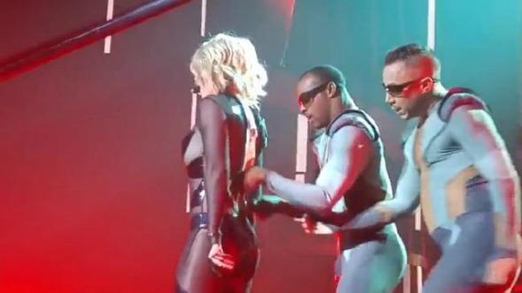 Britney Spears com problemas no zíper