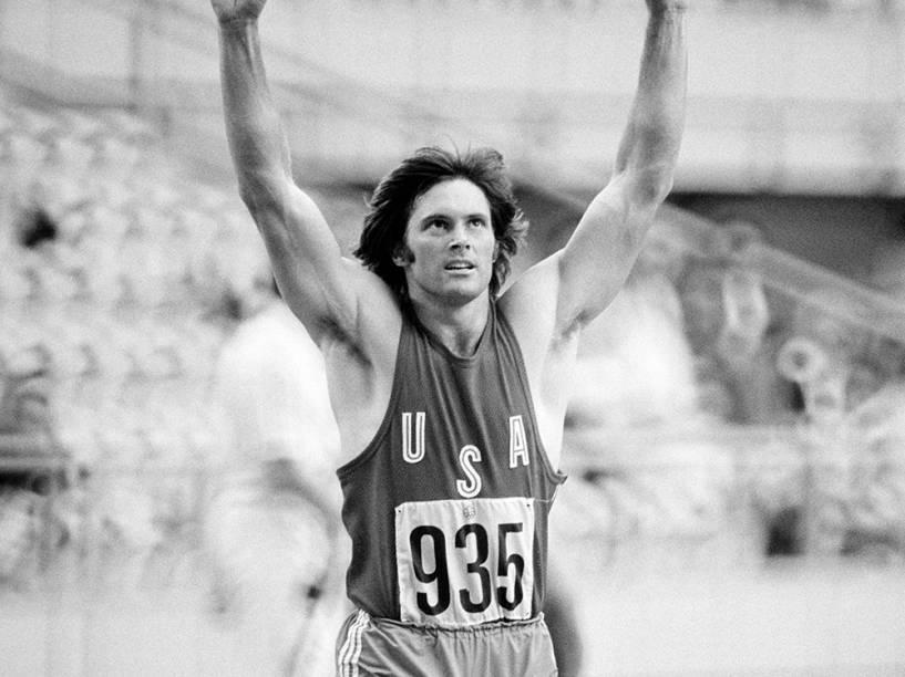 Bruce Jenner competindo na Olímpiada de Montreal, em 1976