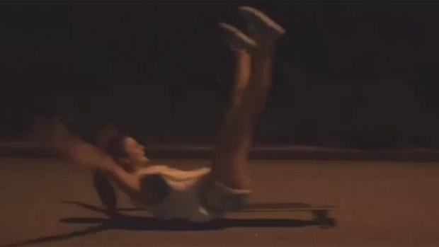 Bruna Marquezine arrepia no skate