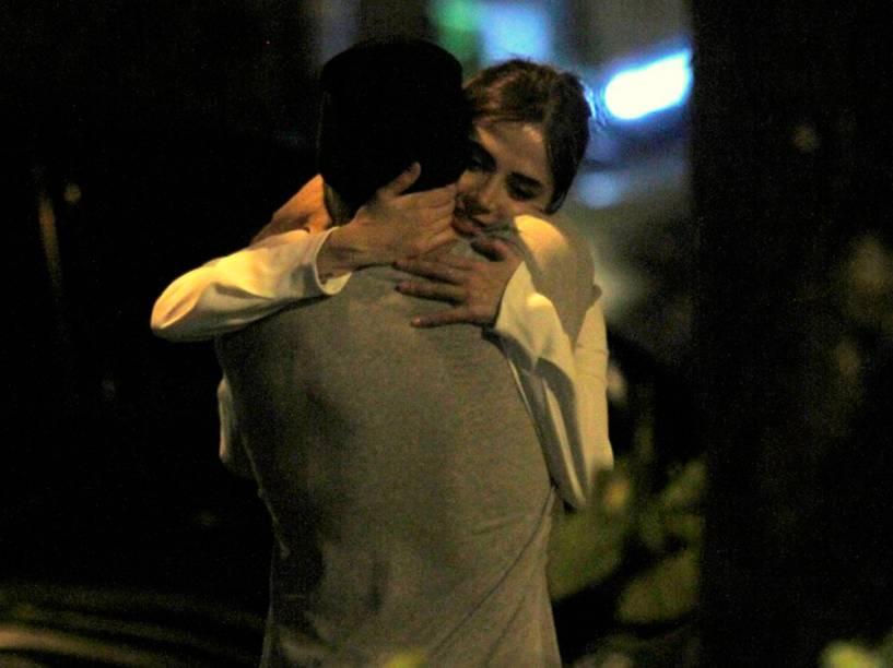 Caio Castro e Maria Casadevall em clima de romance, no Rio