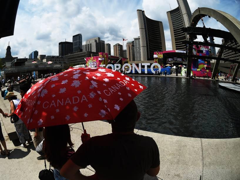 Outro ponto muito procurado neste domingo foi a Nathan Phillips Square, no centro de Toronto