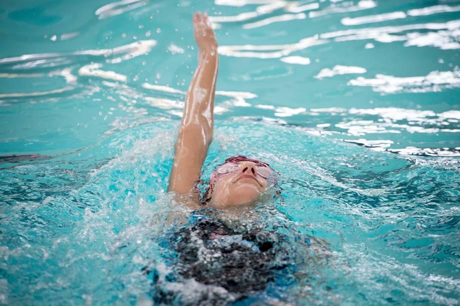 Aula de natação no Complexo Cultural de Educação Integrada (CEI), em Campo Bom (RS)