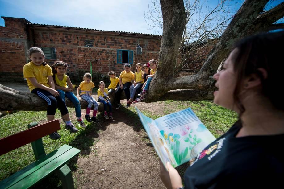 Momento de leitura na escola municipal Princesa Isabel, em Campo Bom (RS). Unidade na zona rural atende crianças desde o berçário até o 9º ano do ensino fundamental.