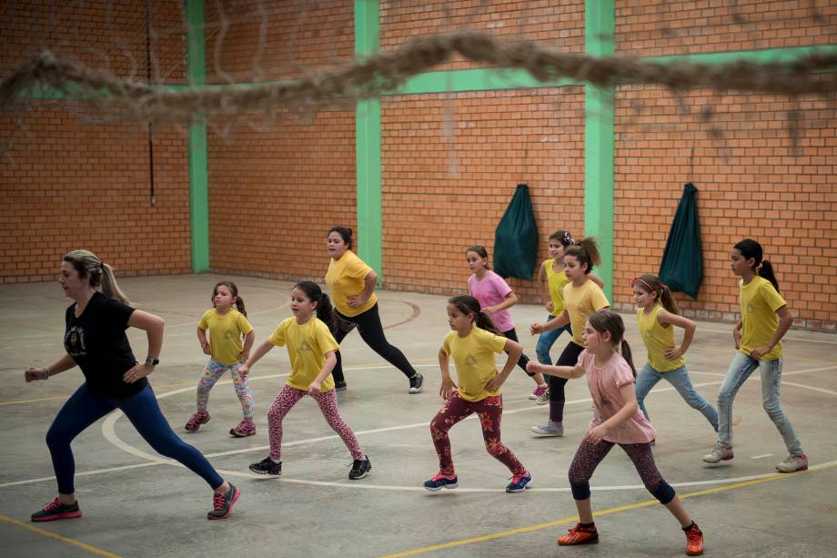Atividade de contraturno na escola municipal Princesa Isabel, em Campo Bom (RS). Aulas são planejadas de acordo com o interesse dos alunos, utilizados pela rede de ensino para planejar aulas e atividades extracurriculares.