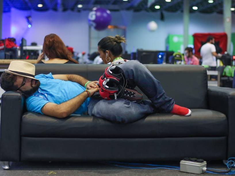 Poucos campuseiros dormem em suas barracas. Na Campus Party a maioria tira cochilos ao longo do dia nos sofás espalhados pelo espaço do evento