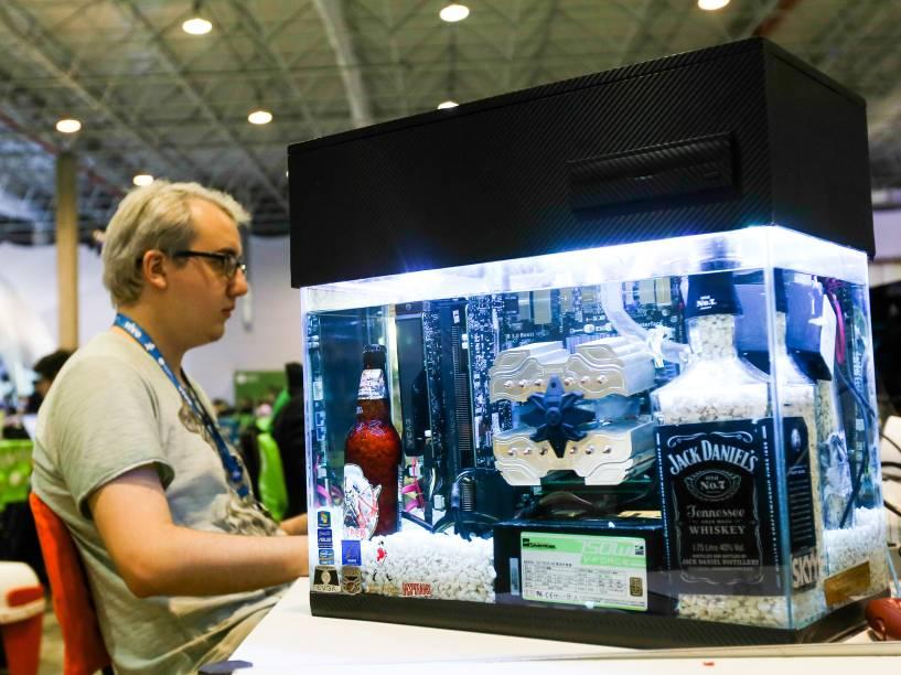 Computador ou aquário? Personalizado por um participante da Campus Party, CPU de computador foi transformada em aquário. Com peças à prova dágua, a máquina funciona perfeitamente