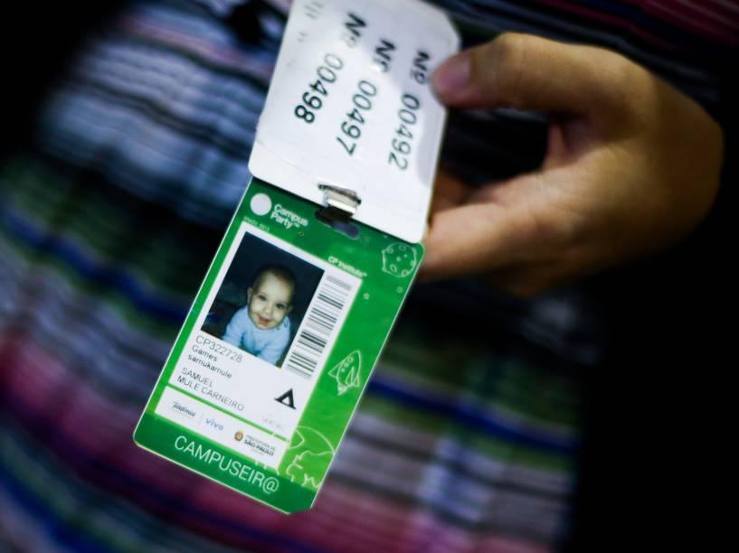 O pequeno Samuel ganhou crachá para acessar a Campus Party e se tornou o campuseiro mais novo desta edição