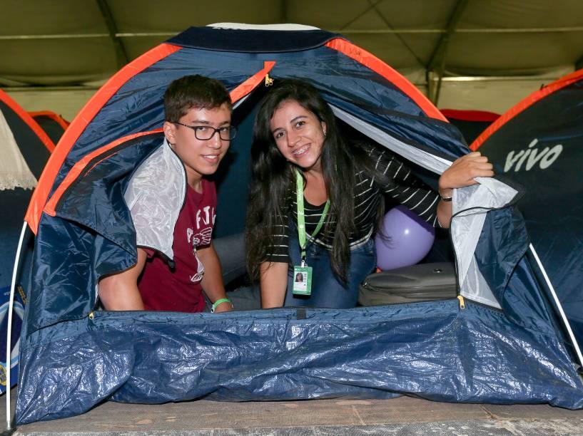 O casal Victor Luiz e Amanda Costa, ambos de 20 anos, viajaram de Goiás a São Paulo para acamparem juntos na Campus Party. Uma das barracas que compraram foi usada apenas para guardar os equipamentos do casal, que levou desde computadores pessoais até chapinha de cabelo para o evento