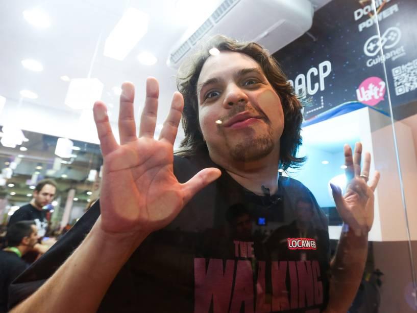 O humorista Murilo Gun, anfitrião da Casa de Vidro da Campus Party. Todas as noites, ele seleciona um campuseiro para dividir o espaço e os confortos da casa