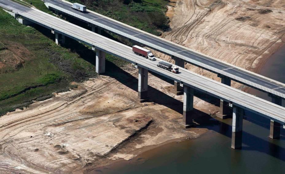 <p>Foto aérea da seca no sistema Cantareira, em São Paulo</p>