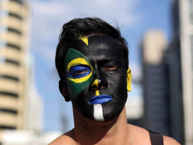 Protesto contra o governo da presidente Dilma Rousseff (PT), na avenida Paulista, neste domingo (16)
