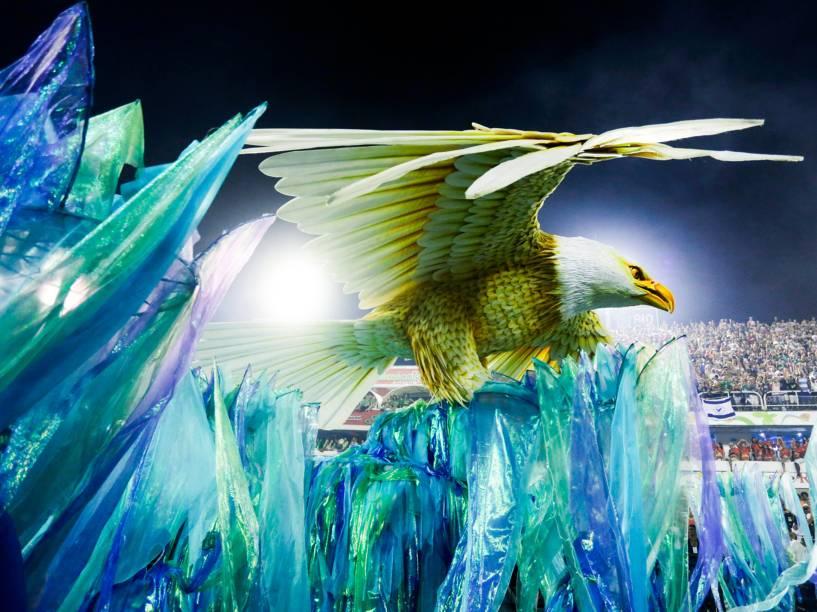 """Com o samba-enredo """"No voo da águia, uma viagem sem fim..."""" a Portela é a quarta escola a entrar na Marquês de Sapucaí"""
