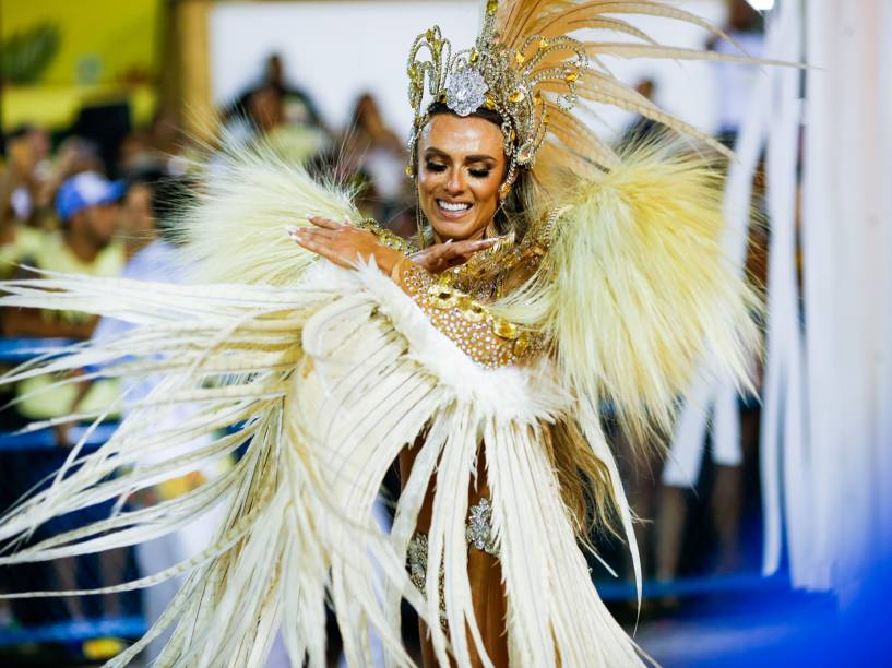 A modelo Nicole Bahls, musa da Unidos de Vila Isabel