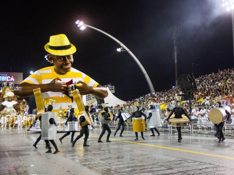 Comissão de Frente da escola Unidos do Peruche no segundo dia de desfiles do Grupo Especial do Carnaval de São Paulo