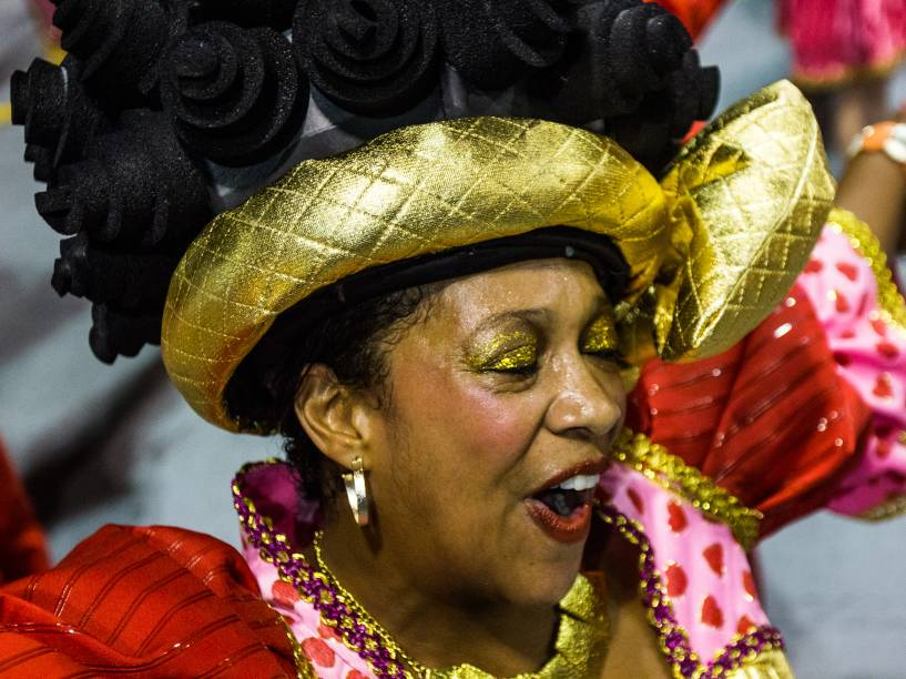 Unidos do Peruche desfila durante a segunda noite do Grupo Especial do Carnaval de São Paulo