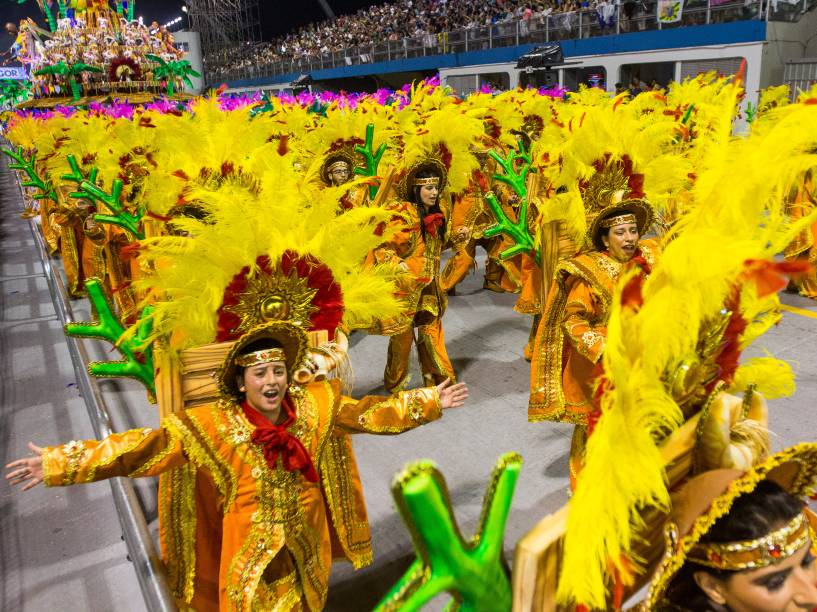 """Acadêmicos do Tucuruvi desfila com o samba enredo """"Celebrando a Religiosidade: Tucuruvi canta Festas de Fé"""", no Sambódromo do Anhembi"""