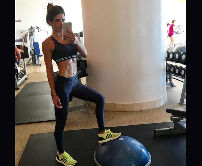 A modelo e musa fitness Carol Magalhães