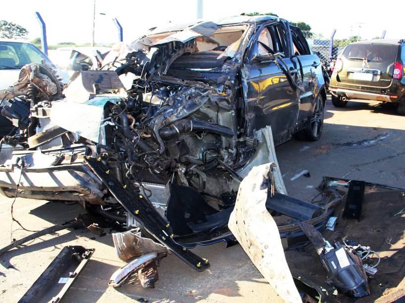 Segundo o Corpo de Bombeiros, o sertanejo voltava de um show em Itumbiara, no sul do estado, por volta das 3h30, quando veículo em que ele estava, um Range Rover, saiu da pista e capotou