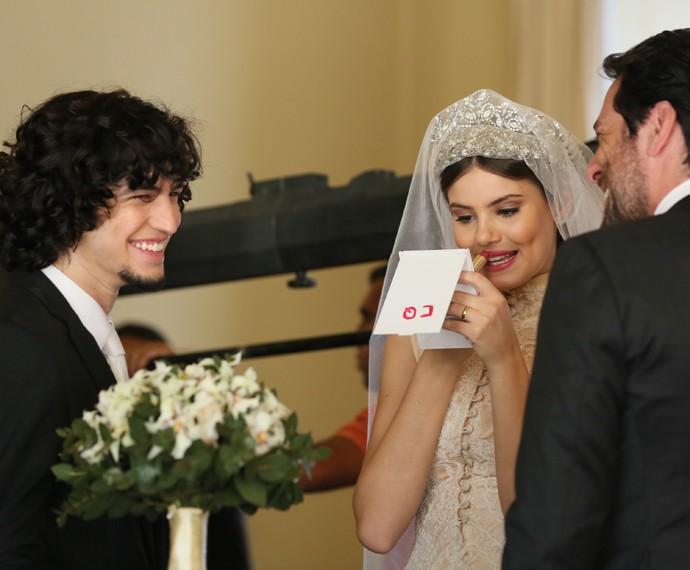 Gravação do casamento de Angel (Camila Queiroz) e Alex (Rodrigo Lombardi), com a presença de Gui (Gabriel Leone)