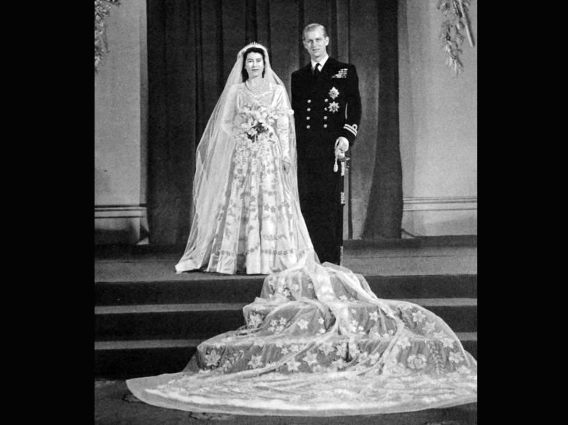 Rainha Elizabeth II, então princesa, em seu casamento com o Príncipe Phillip, Duque de Edinburgh, em 1947
