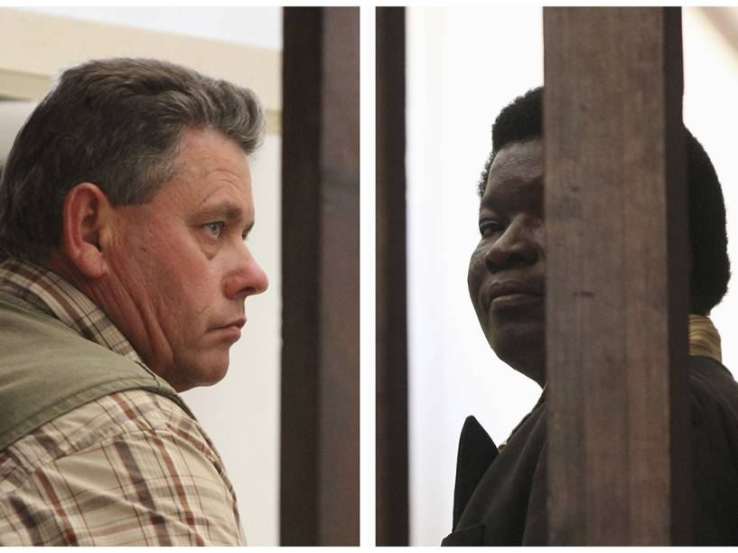 <p>O caçador Theo Bronkhorst e o operador de safari Honest Ndlovu envolvidos no caso do leão Cecil</p>