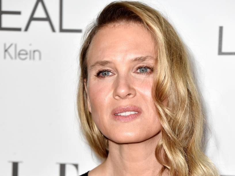 A atriz Renée Zellweger chega para a festa da revista Elle, realizada em Los Angeles (EUA)