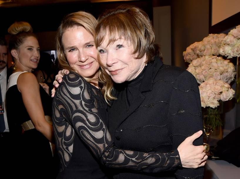 As atrizes Renée Zellweger e Shirley MacLaine na festa da revista Elle, na Califórnia, em 20 de outubro de 2014