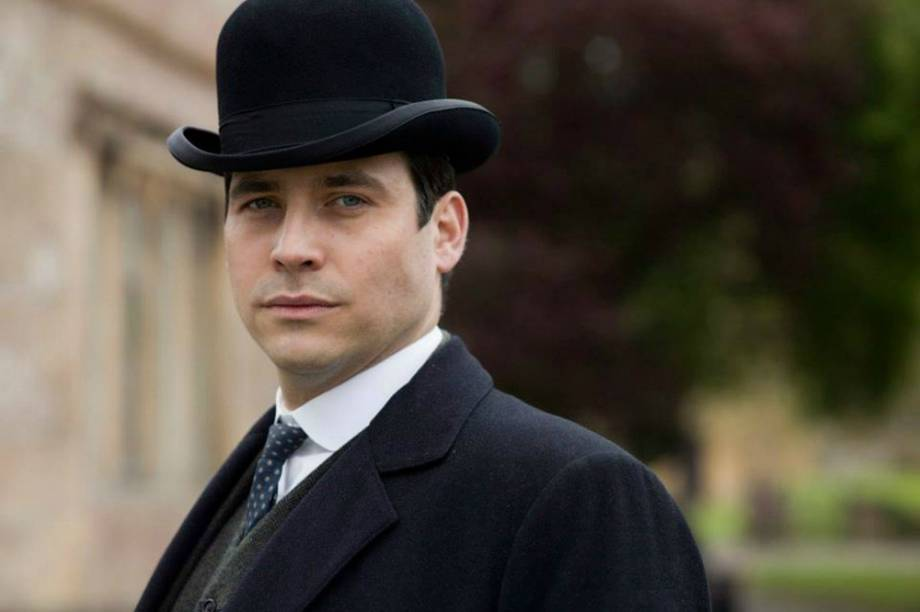Rob James-Collier como o personagem Thomas na  5ª temporada de 'Downton Abbey'