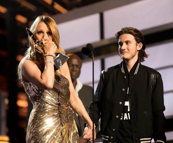 Céline Dion e o filho, no Billboard Music Awards