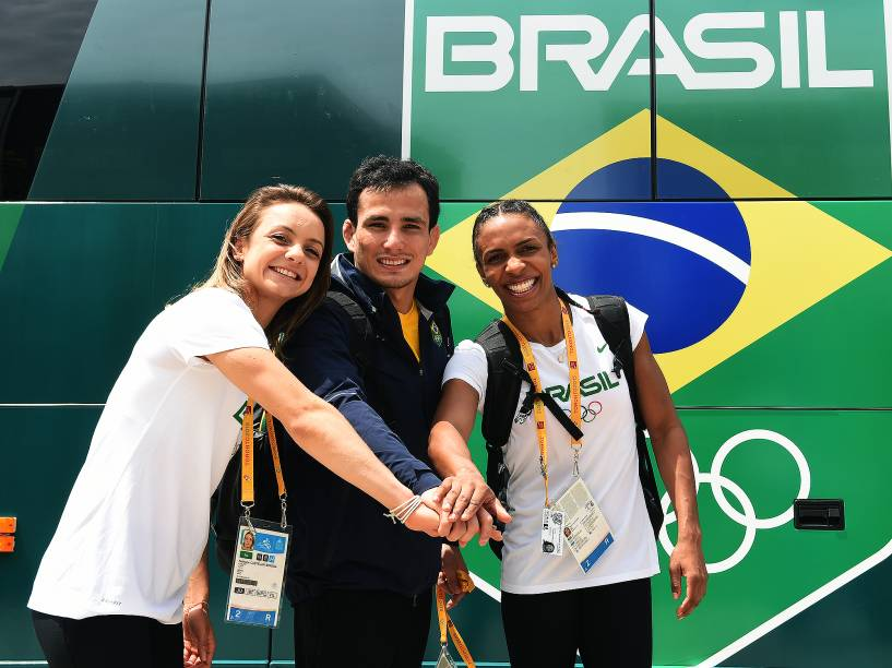 Da esquerda para a direita, Nathália Brígida, Felipe Kitadai e Érika Miranda
