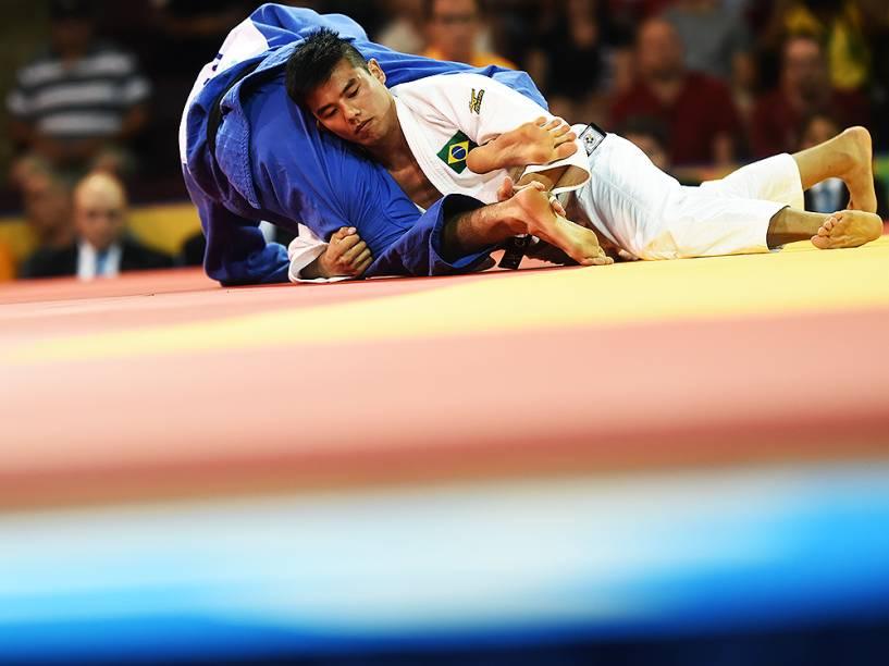 O judoca Charles Chibana conquistou a medalha de ouro para o Brasil, neste domingo (12)