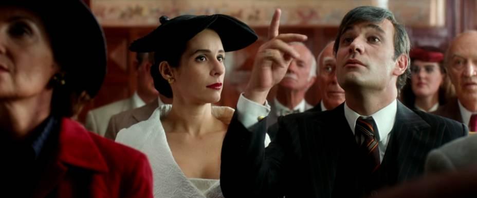 Chatô participa do leilão de um quadro de Modigliani ao lado da mulher, vivida por Andréa Beltrão