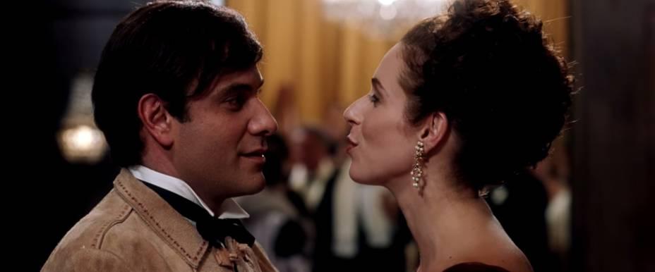 Marco Ricca e Andréa Beltrão em cena de Chatô, de Guilherme Fontes
