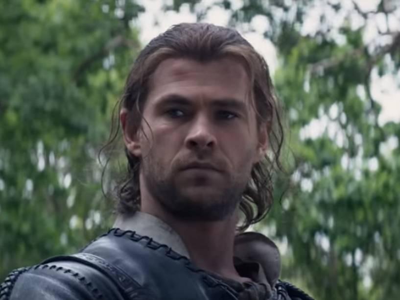 Chris Hemsworth em cena de O Caçador e a Rainha do Gelo