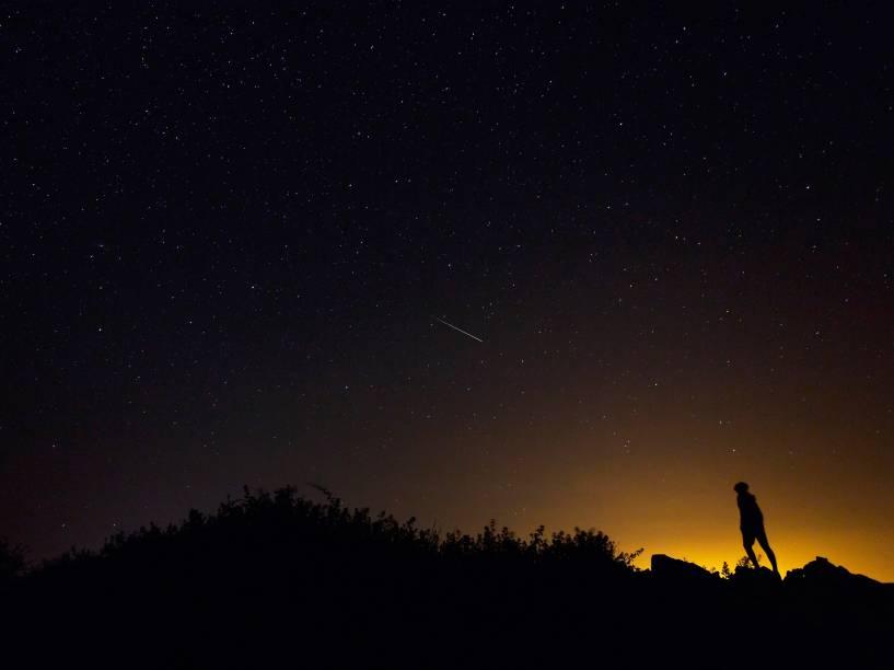 <p>Meteoro Perseida ilumina o céu de Burgos, norte da Espanha</p>