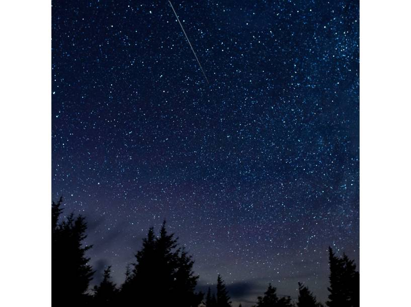 <p>Chuva de meteoros Perseidas resgistrada no céu, em Spruce Knob, West Virginia (EUA) - 13/08/2015</p>