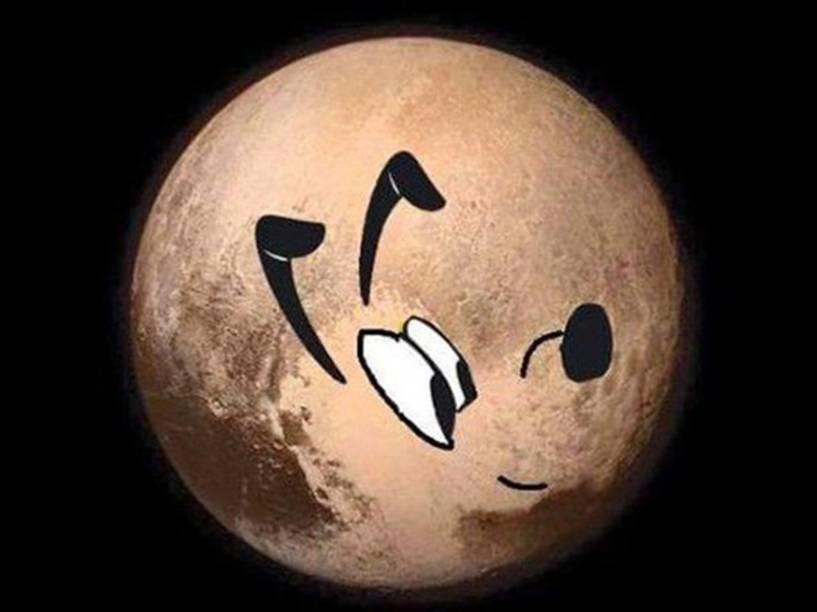 <p>Outra versão com o cachorro Pluto. Em inglês, o planeta anão e a personagem criada por Walt Disney têm o mesmo nome</p>