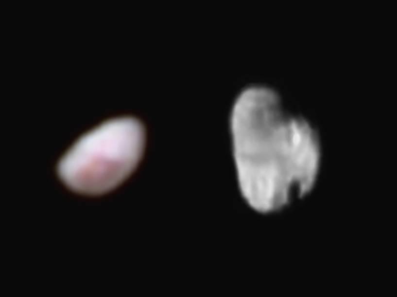<p>As duas menores luas de Plutão, Nix (à esquerda) e  Hydra (à direita), com cores feitas por computador. Nyx tem 42 quilômetros de comprimento e Hydra, 55 quilômetros.</p>