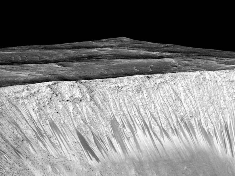 <p>Nasa divulga imagem que evidencia a presença de água líquida em Marte</p>