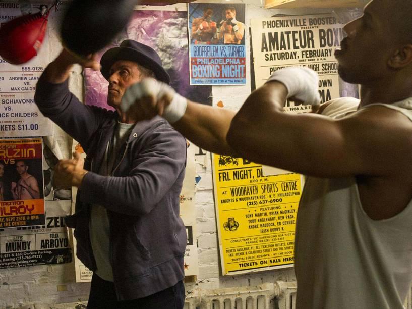 Sylvester Stallone (Rocky Balboa) e Michael B. Jordan (Adonis Johnson) em cena do filme Creed: Nascido Para Lutar