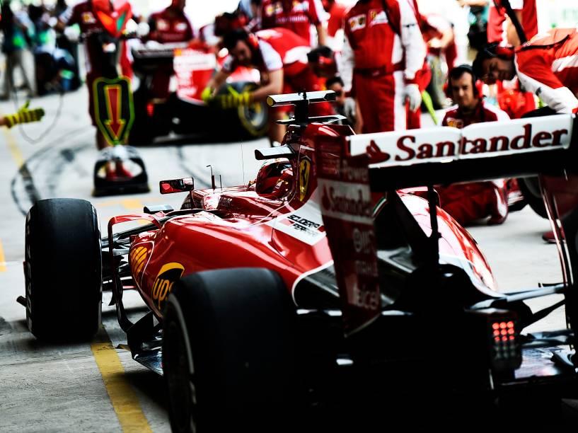 Box da Ferrari durante treino classificatório em Interlagos