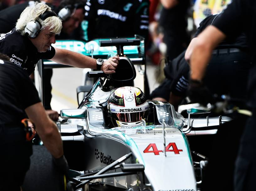 Lewis Hamilton durante treino classificatório em Interlagos