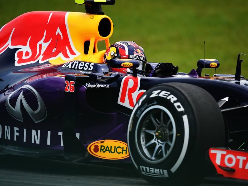 O piloto Danil Kvyat durante treino no autódromo de Interlagos, na zona sul da cidade de São Paulo, SP, neste sábado (14), para o treino do Grande Prêmio do Brasil de F1