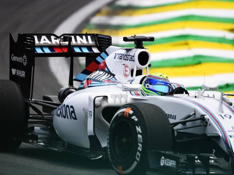 O piloto Felipe Massa durante treino no autódromo de Interlagos, na zona sul da cidade de São Paulo, SP, neste sábado (14), para o treino do Grande Prêmio do Brasil de F1