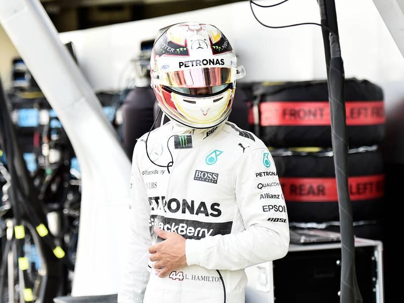 Hamilton durante classificatório em Interlagos