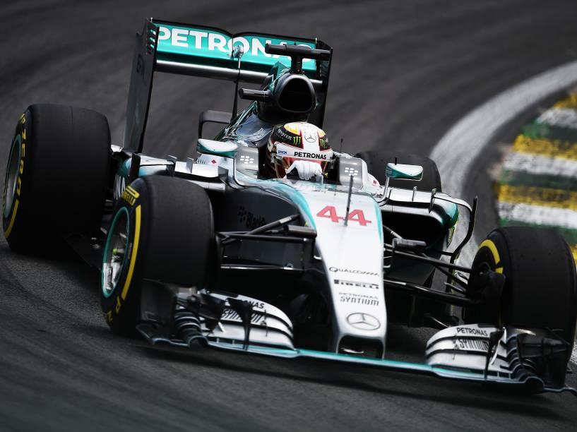 O piloto Lewis Hamilton durante treino no autódromo de Interlagos, na zona sul da cidade de São Paulo, SP, neste sábado (14), para o treino do Grande Prêmio do Brasil de F1